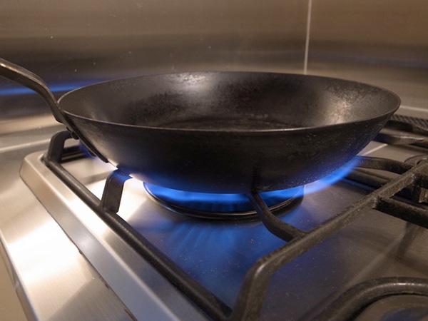 鉄のフライパン乾かし中